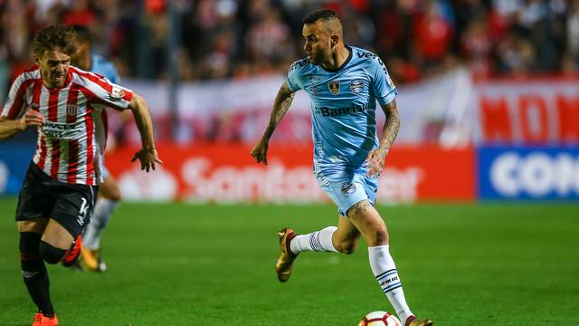 Luan foi muito bem marcado pelo time argentino