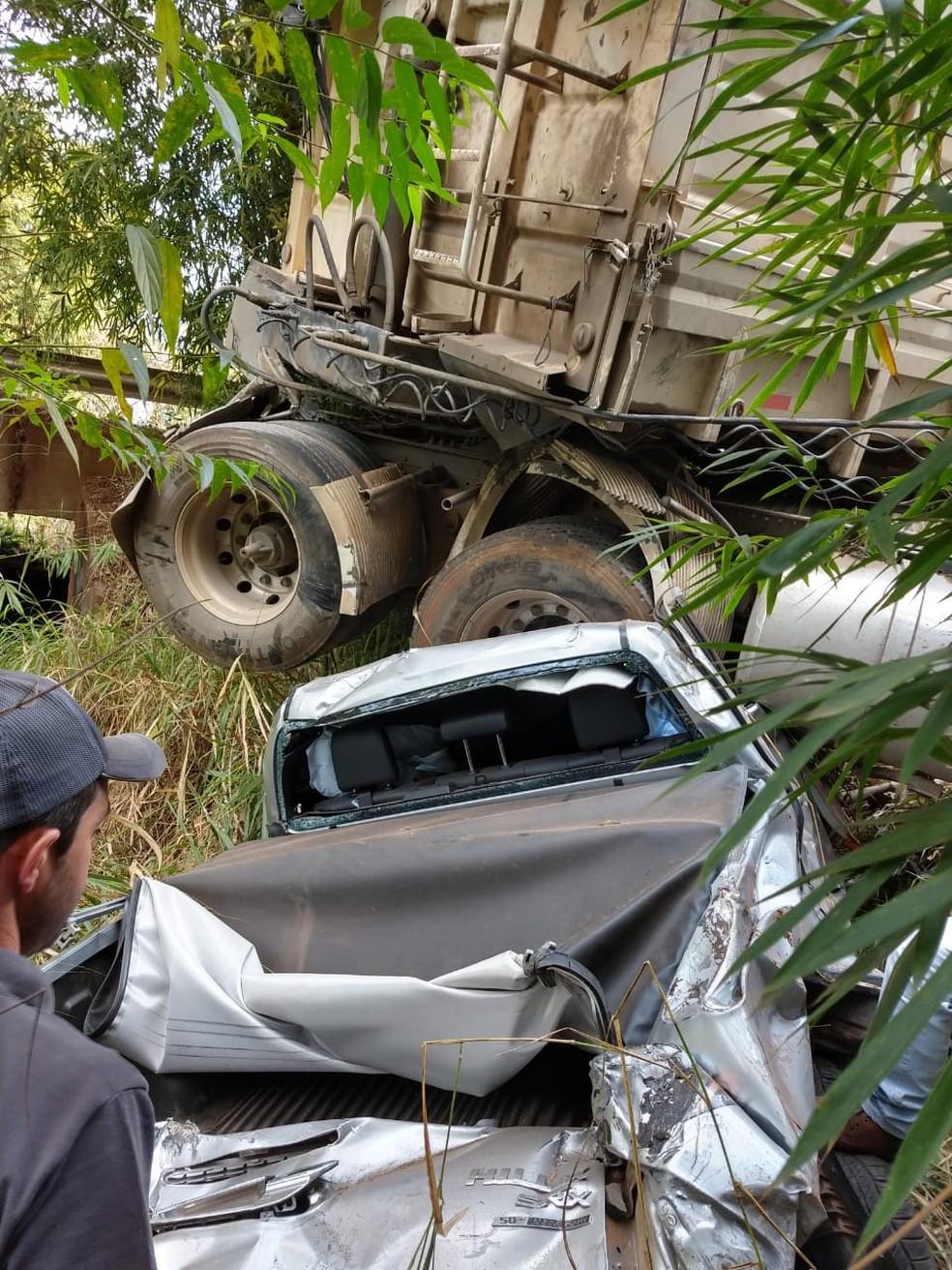 Acidente entre caminhonete e caminhão deixou um morto em Angatuba (SP) â?? Foto: João Vitor Orsi/Angatubanews