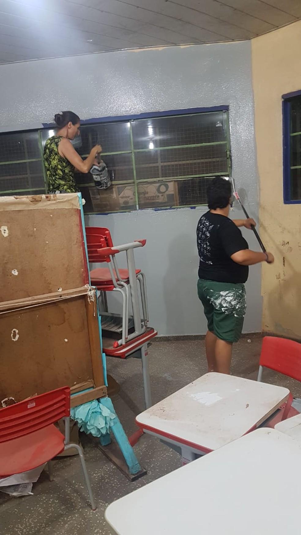 Professores também participaram do mutirão — Foto: Olinda Gonçalves/ Arquivo pessoal