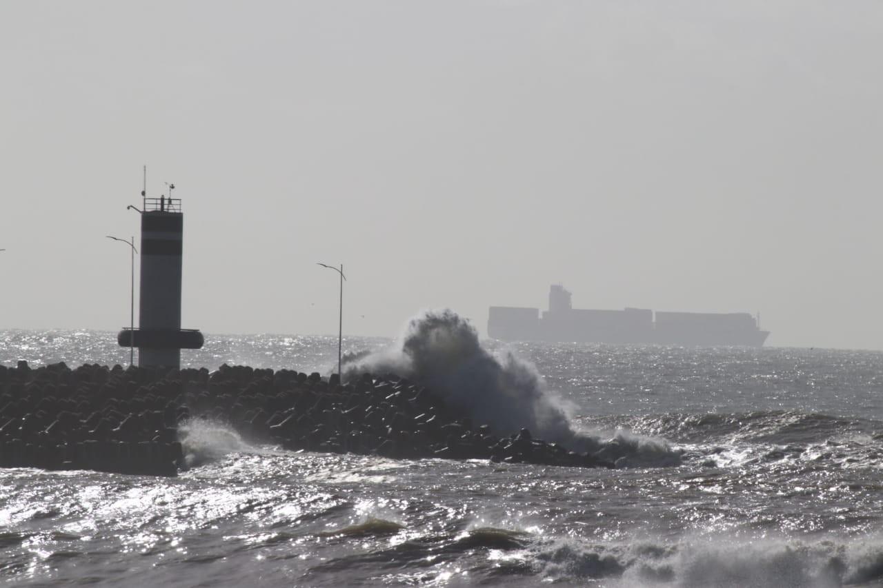 Portos de Itajaí e Navegantes têm manobras de navios canceladas e impacto econômico com fechamento