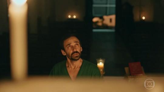 Julio Andrade opina sobre relação de Evandro com a religião e adianta spoiler de 'Sob Pressão'; confira