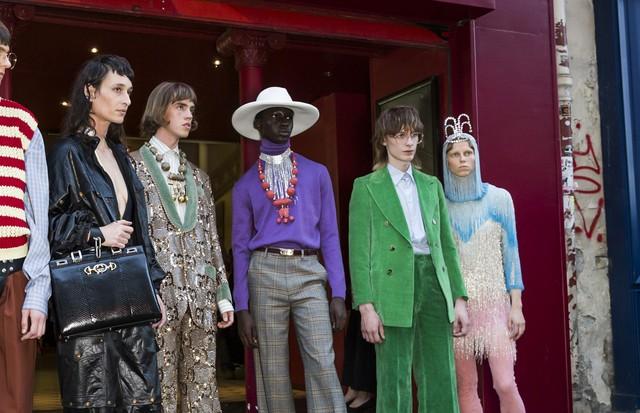 Drama! Gucci ocupa o teatro Le Palace no show de verão 2019 em Paris (Foto: IMaxTree)
