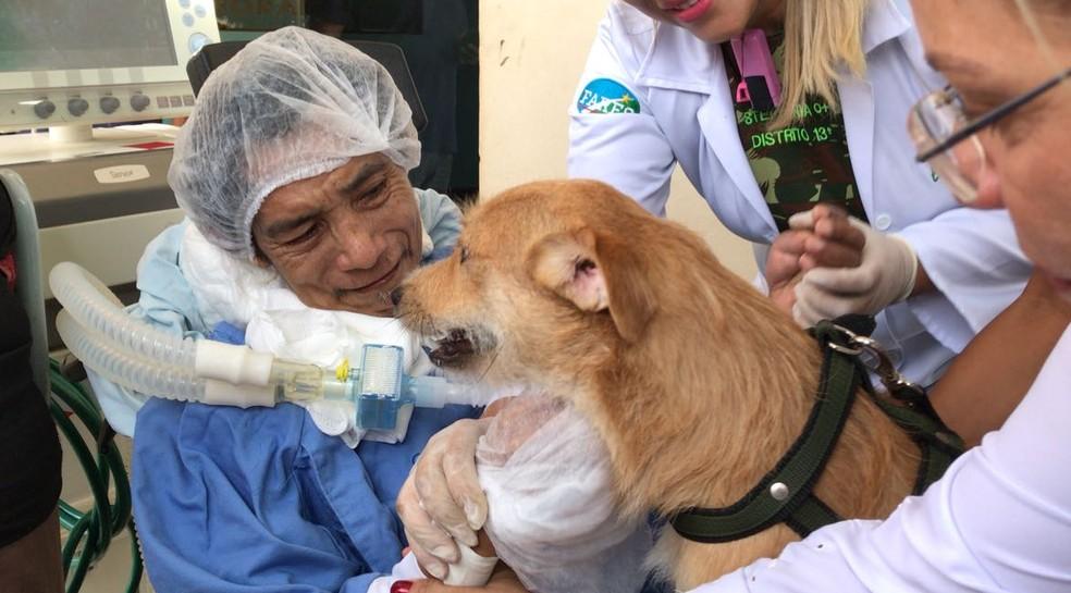 O paciente só se comunica com a família através do olhar: 'o choro foi de alegria' (Foto: Inaê Brandão/G1 RR)
