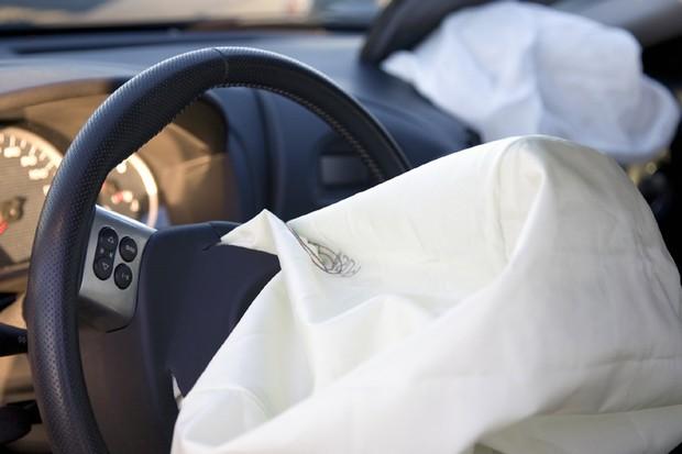 Airbag depois de acionado (Foto: Thinkstock)