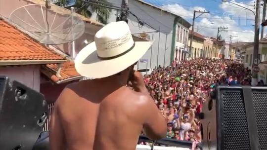 Carnaval com bota e chapéu: bloco adota sertanejo e anima foliões em Paraibuna