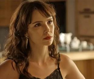 Débora Falabella como Irene em cena de 'A força do querer'   Reprodução