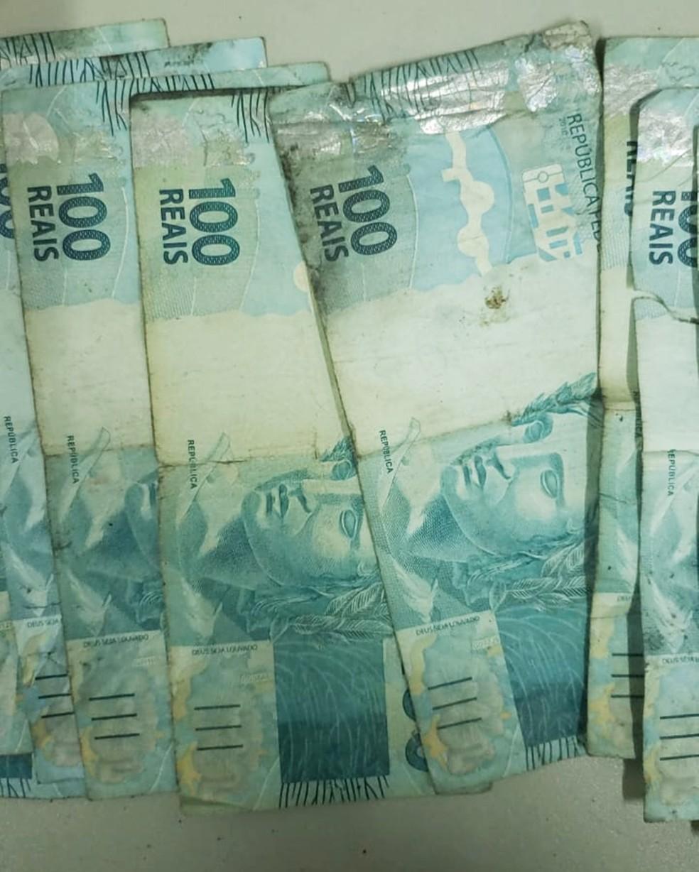 Cédulas de R$ 100 foram apreendidas, muitas delas com marcas de queimaduras — Foto: Polícia Civil do RN