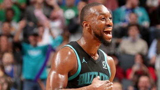 Kemba faz 43 pontos e lidera os Hornets em vitória sobre os Celtics