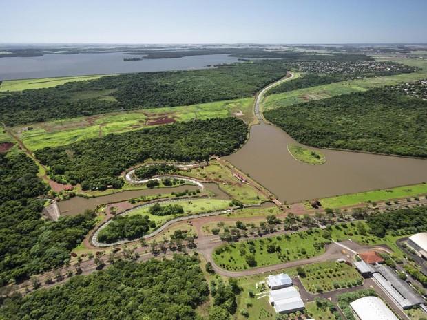 O Canal da Piracema, em Foz do Iguaçu, se estende por 10,3 km entre o reservatório da usina e o Rio Bela Vista (Foto: Itaipu Binacional / Divulgação)