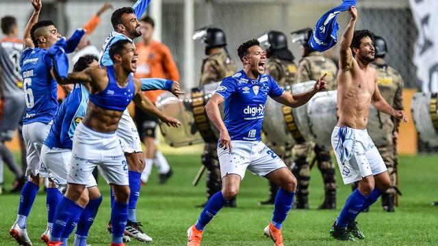 Jogadores do Cruzeiro comemorando classificação, Atlético-MG x Cruzeiro - Copa do Brasil