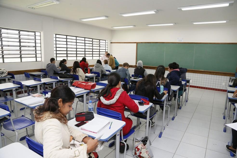 Estudantes de 127 cidades do Paraná tiveram as aulas suspensas nesta quarta-feira (30) (Foto: Hedeson Alves )
