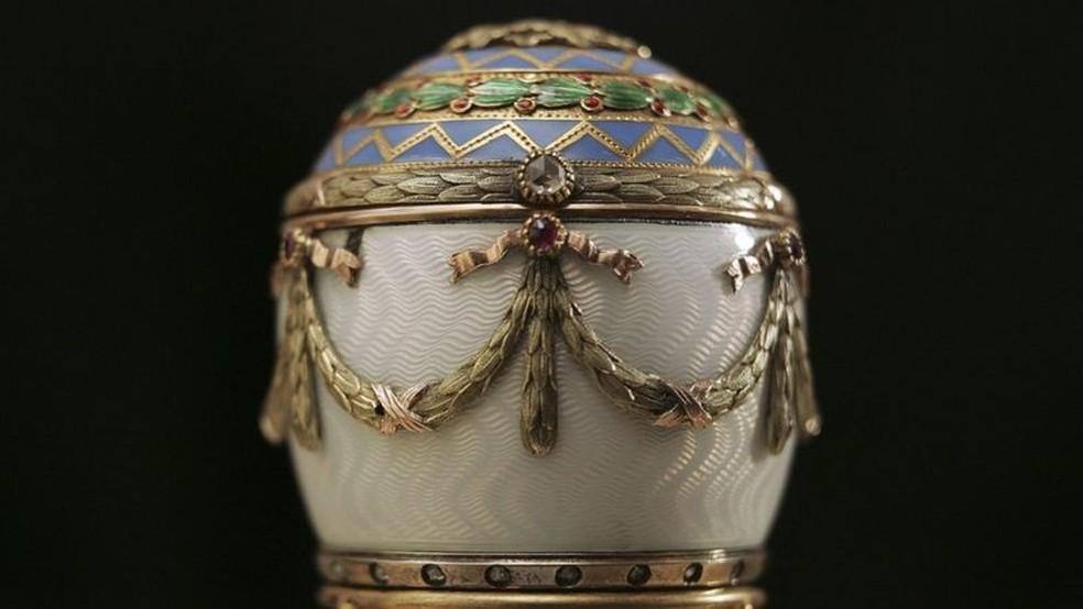 Entre 1885 e 1916, 50 ovos foram encomendados ao joalheiro Peter Carl Fabergé por czares russos — Foto: Getty Images via BBC