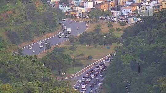 Acidente deixa trânsito lento na Avenida Luís Eduardo Magalhães, em Salvador