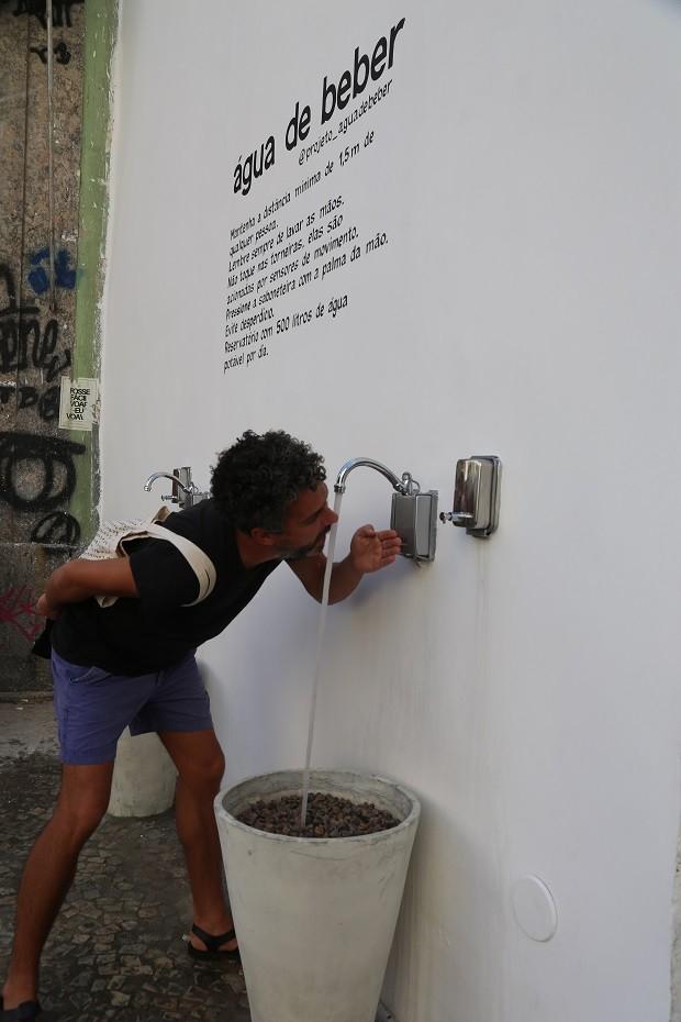 Galeria no RJ tem bebedouro em fachada para pessoas que vivem na rua   (Foto: Divulgação)