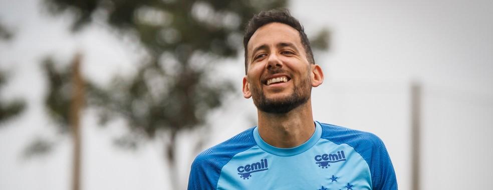Argentino Ariel Cabral é uma das baixas do Cruzeiro diante do Fluminense (Foto: Vinnicius Silva/Cruzeiro)