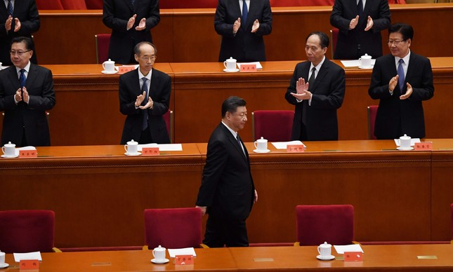 Xi Jinping é aplaudido em cerimônia