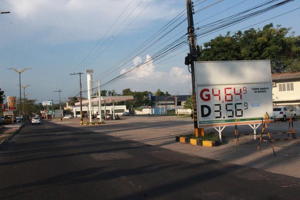 Posto permanece com valor de R$ 4,64, no litro da gasolina comum, na Zona Sul de Manaus — Foto: Ive Rylo/ G1 AM