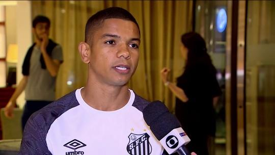 Entrevista: trintão e de braçadeira, David Braz sonha com Santos campeão