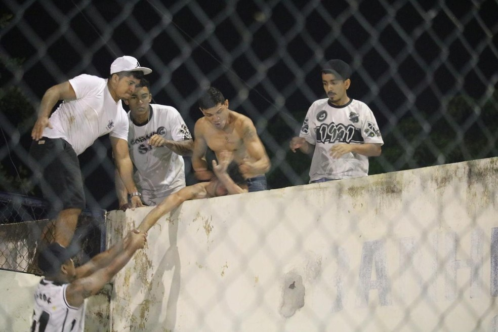 Altos x ABC - confusão de torcida — Foto: Arthur Ribeiro
