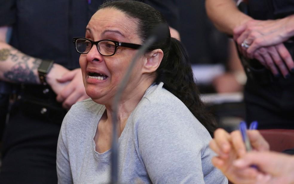 Yoselyn Ortega chora durante seu julgamento, em Nova York, na segunda-feira (14) (Foto: Alex Tabak/Daily News via AP, Pool)