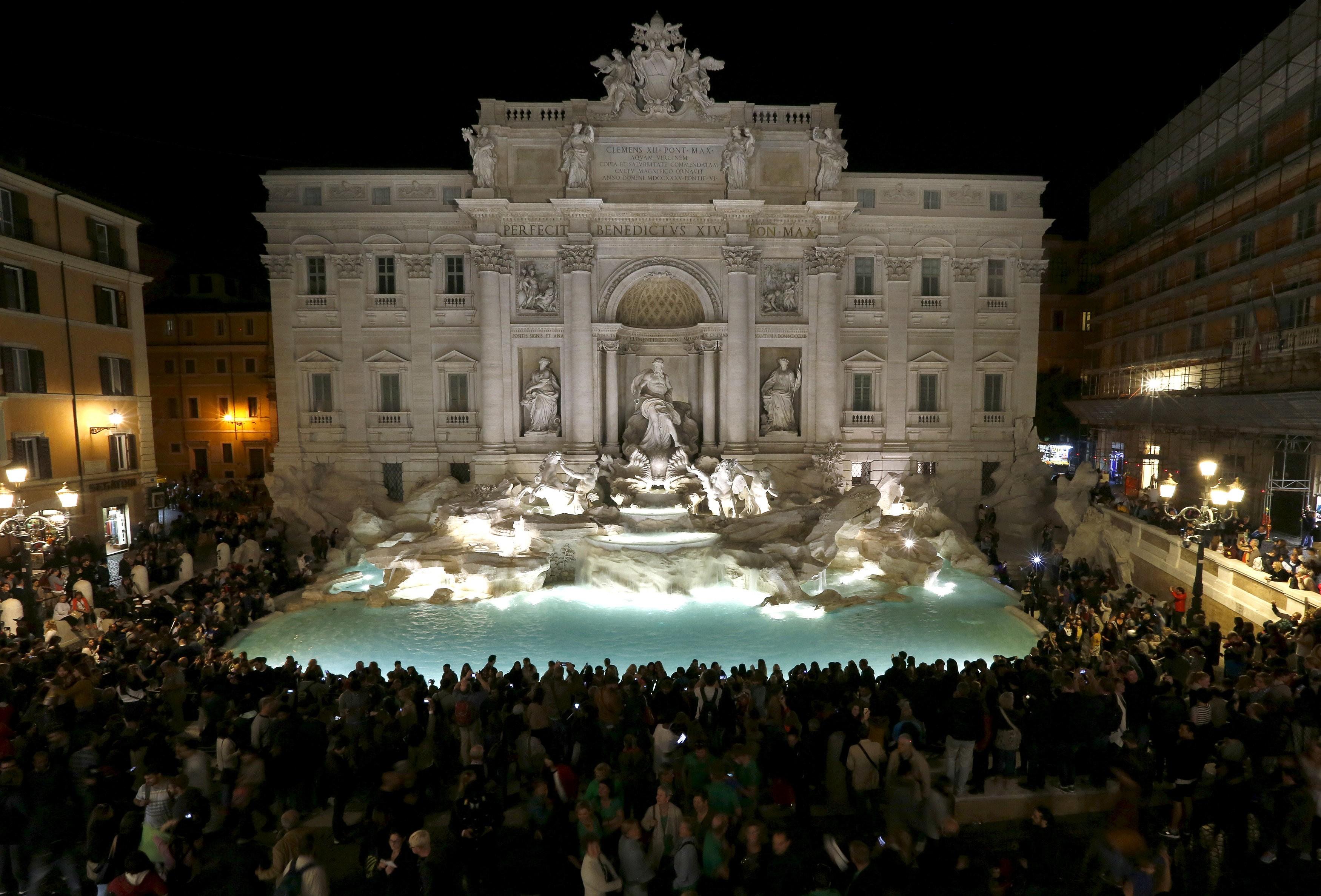Fontana di Trevi: prefeitura de Roma e Igreja brigam por milhões em moedas jogados na fonte por turistas