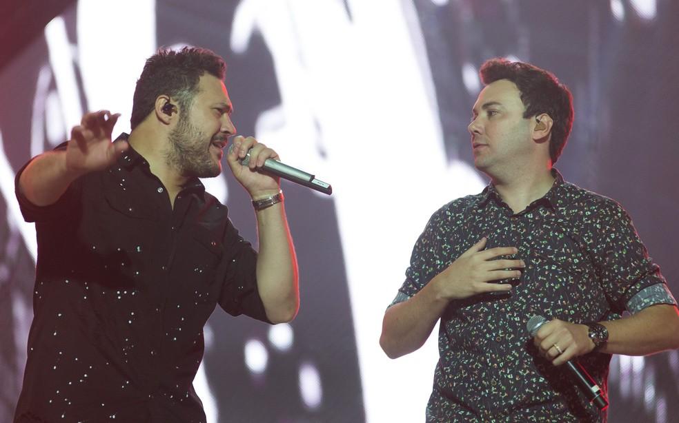 João Bosco e Vinícius fazem show na madrugada de domingo (8), na Expo Prudente — Foto: Érico Andrade/G1