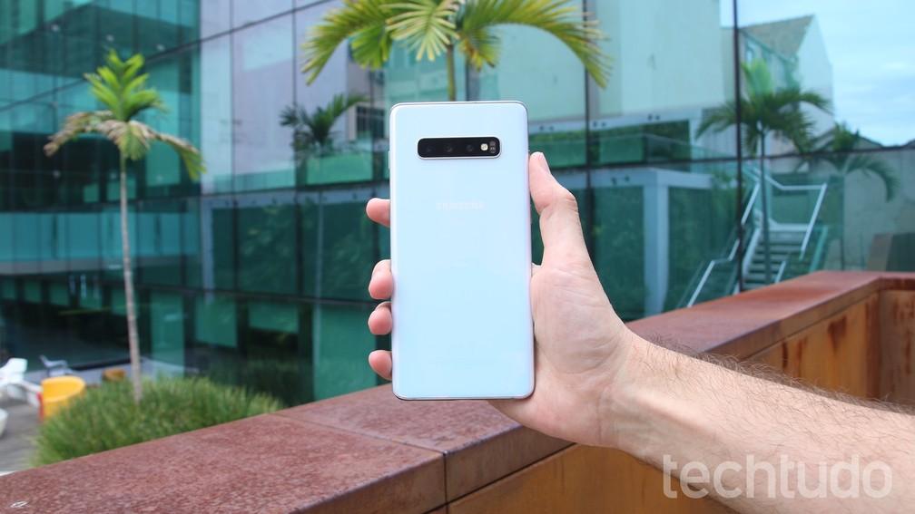 Antecessor do Galaxy S10 Plus chegou ao Brasil em 2018 por preço sugerido de R$ 4.899 — Foto: Thássius Veloso / TechTudo