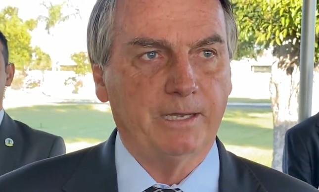 Bolsonaro fala para apoiadores no cercadinho