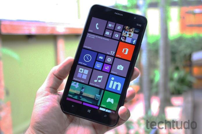 Lumia 1320, foblet intermediário da Nokia (Foto: Allan Melo/TechTudo)