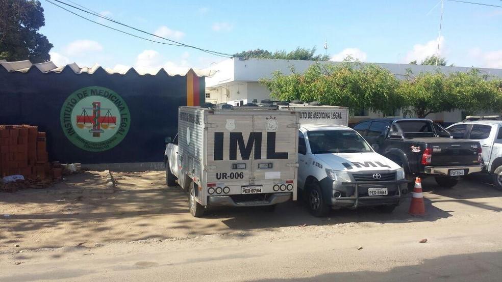 Corpo da vítima foi encaminhado para o IML de Petrolina (Foto: Isa Mendes/ TV Grande Rio)