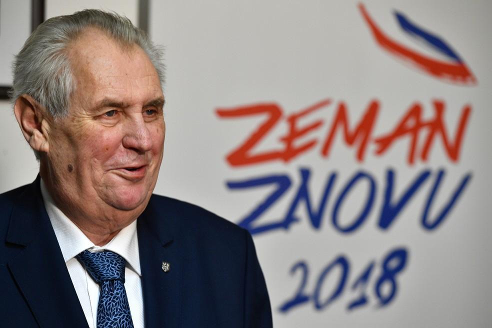 -  O presidente tcheco Milos Zeman fala com a imprensa após o primeiro turno das eleições presidenciais em Praga, na República Tcheca, neste sábado  13