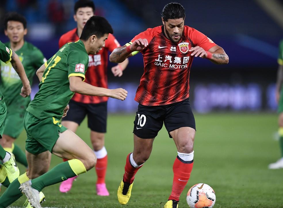Hulk em ação no seu último jogo em solo chinês, na decisão do terceiro lugar da liga, entre Shanghai SIPG e Beijing Guoan — Foto: Xu Chang/AFP