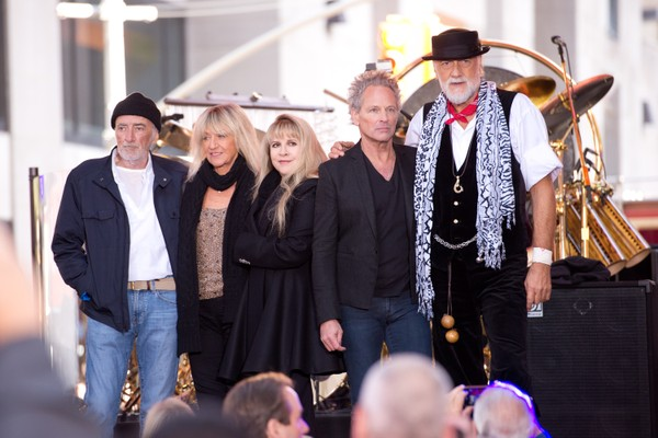 O guitarrista Lindsey Buckingham com seus coegas de Fleetwood Mac (Foto: Getty Images)