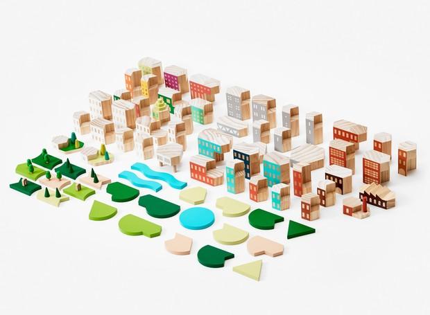 O brinquedo possui 74 peças entre árvores, laguinhos, casas e pequenos edifícios, encaixáveis entre si (Foto: Areaware/Reprodução)