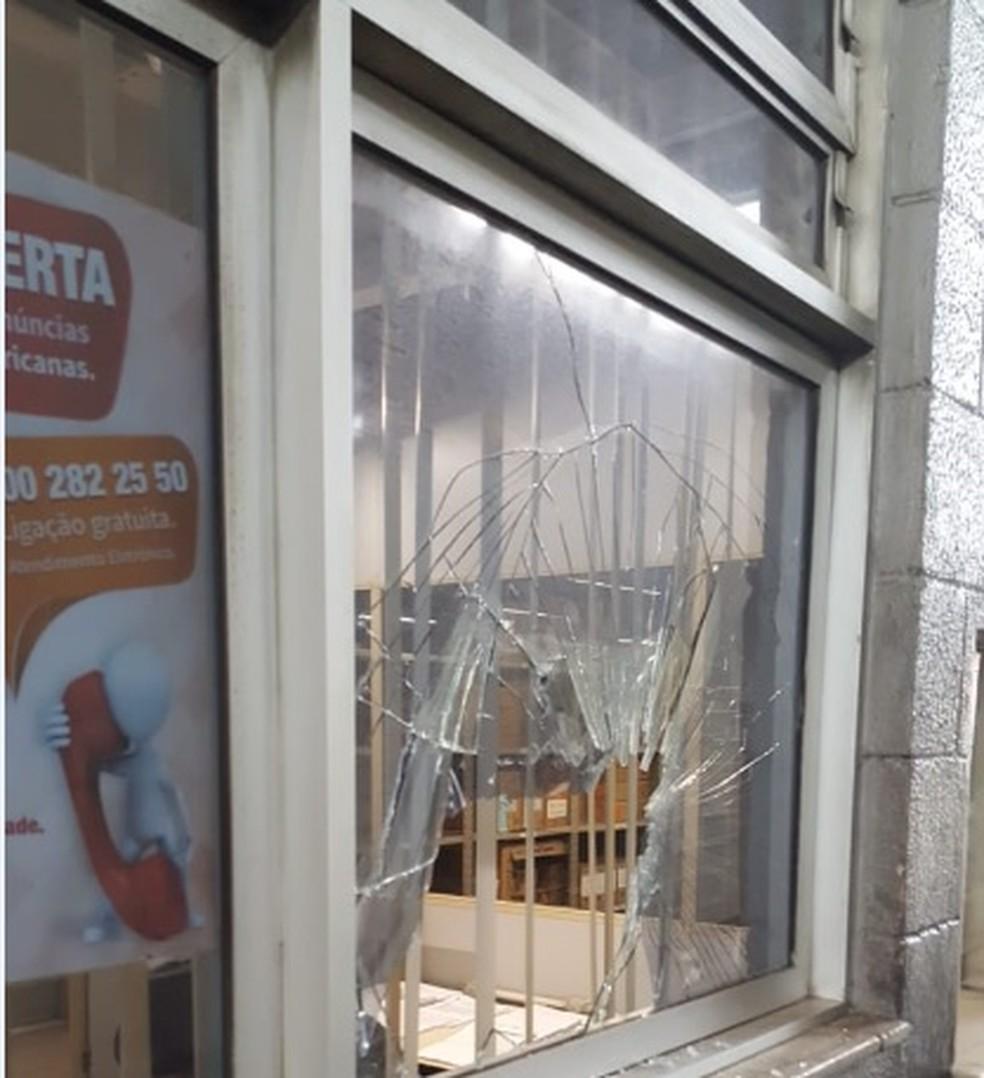 4fc5114f6 ... Tiros são disparados no assalto a depósito das Lojas Americanas da  Baixada Fluminense — Foto: