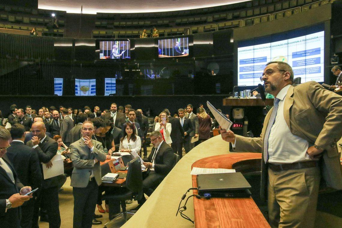 Abraham Weintraub, ministro da Educação, em comissão geral no plenário da Câmara (Foto: Fabio Rodrigues Pozzebom/Agência Brasil)