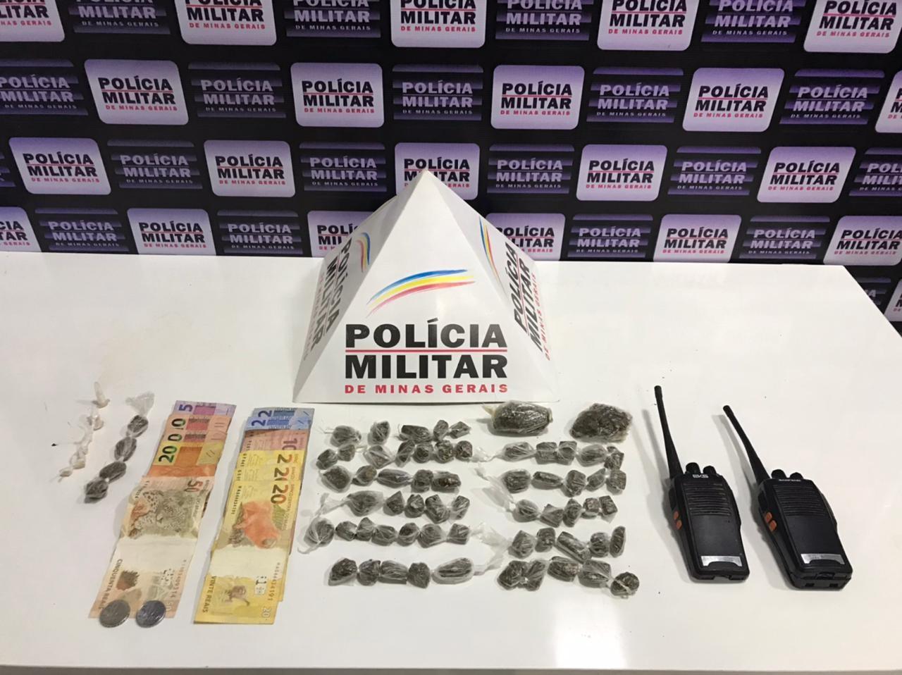Três jovens são detidos com maconha, cocaína e crack em Caratinga