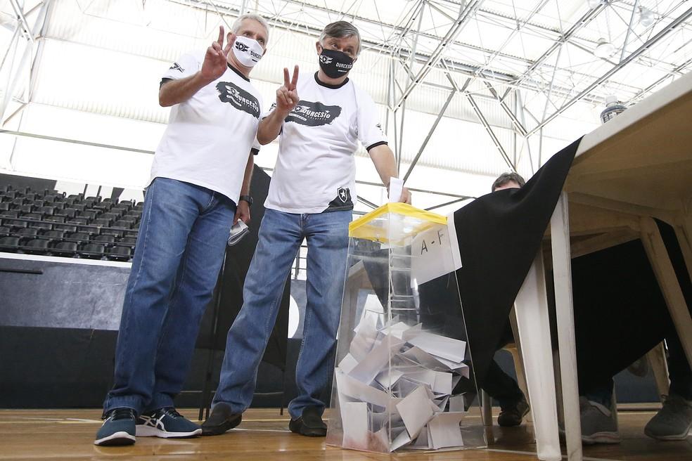 Durcesio Mello (direita) e Vinicius Assumpção, eleitos no Botafogo — Foto: Vitor Silva/Botafogo