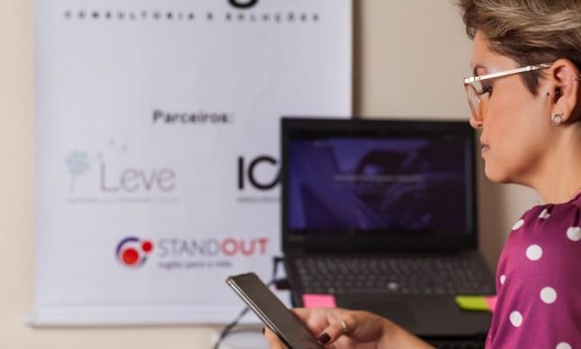 Fernanda Carvalho comanda a Sinergia, empresa que desenvolve apps de entrega