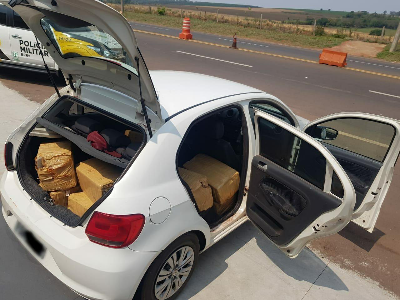 Jovem é preso com 243 quilos de maconha após tentar se esconder em plantação de milho durante perseguição, diz PRE