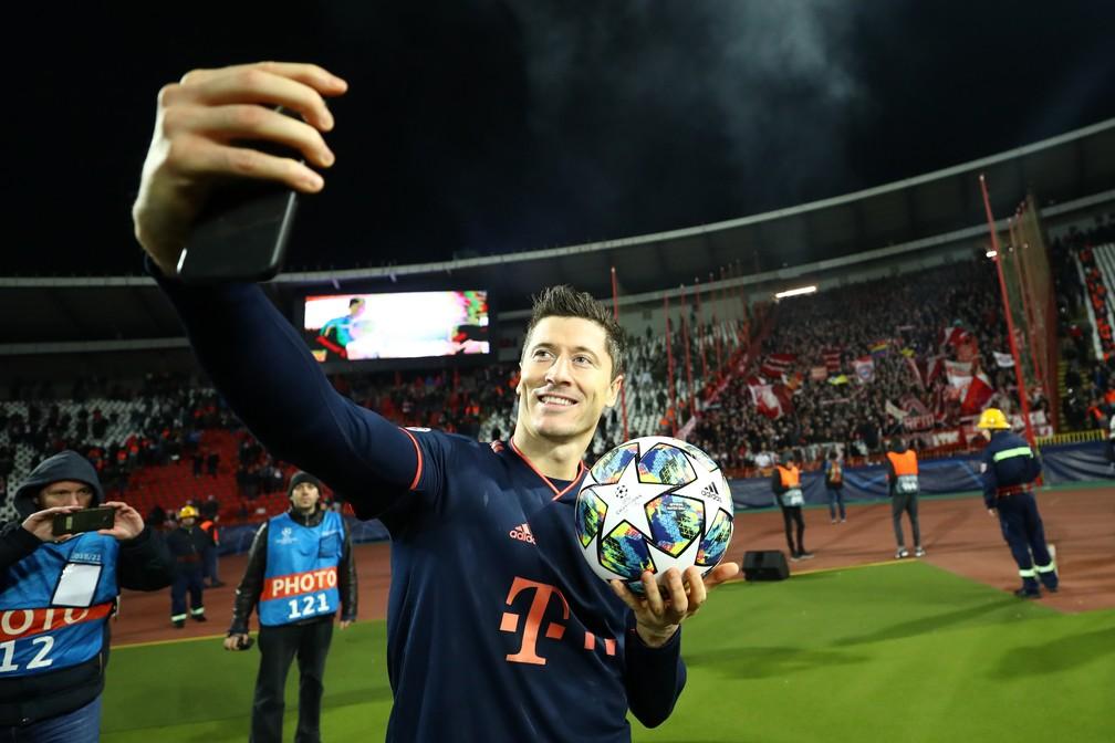Lewandowski fez quatro contra o Estrela Vermelha e levou a bola pra casa: polonês do Bayern é o artilheiro desta temporada, com 11 gols — Foto: Getty Images