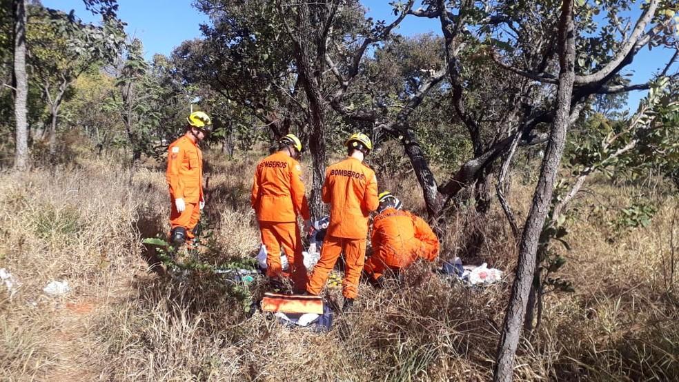 Vítima foi identificada e levada para o Hospital de Base pelo bombeiros. — Foto: Corpo de Bombeiros do DF/Divulgação