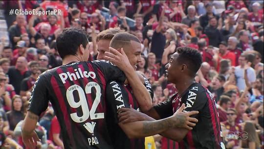 Atlético-PR dá show na Arena e goleia o Flamengo