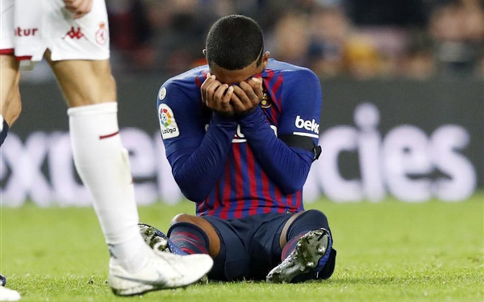 Malcom deixa o campo chorando, mas exames apontam que lesão não é grave — Foto: Divulgação / Barcelona