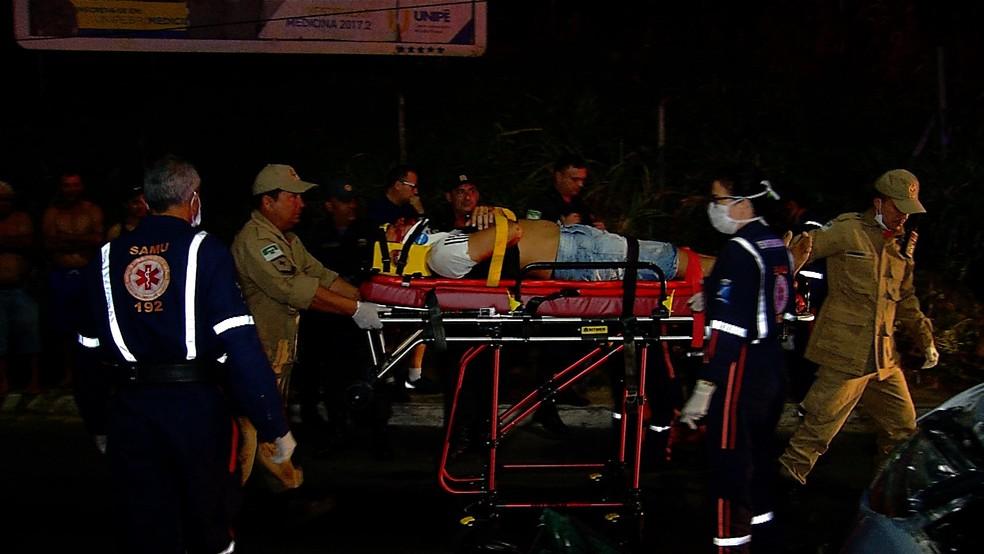 O motociclista foi socorrido e está hospitalizado  (Foto: Reprodução/Inter TV Cabugi )