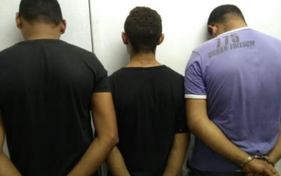 PM prende trio suspeito de invadir igreja e roubar celulares e carro de fiéis, em Águas Lindas de Goiás — Foto: PM/Divulgação