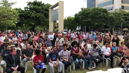 Manifestantes protestam contra declarações de Bolsonaro sobre desaparecido político
