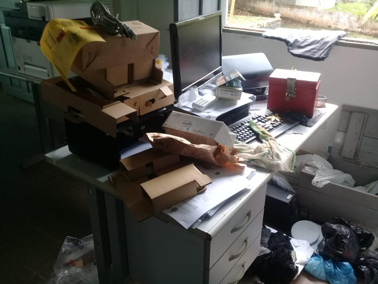 Criminosos invadem fórum e furtam dez armas no interior do AM - Notícias - Plantão Diário