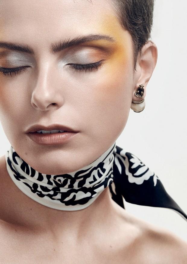 Em todas as fotos Stefanie Medeiros (Prime MGT) usa roupas, acessórios e joias Dior (Foto: Gil Inoue)