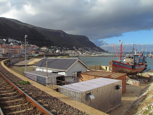 Kalk Bay. uma antiga vila de pescadores, se tornou destino badalado na Cidade do Cabo (Foto: Wikimedia Commons)